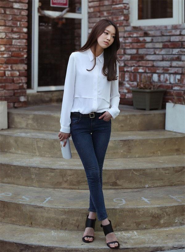 Áo sơ mi phối với quần skinny jeans lịch sự mà cuốn hút.