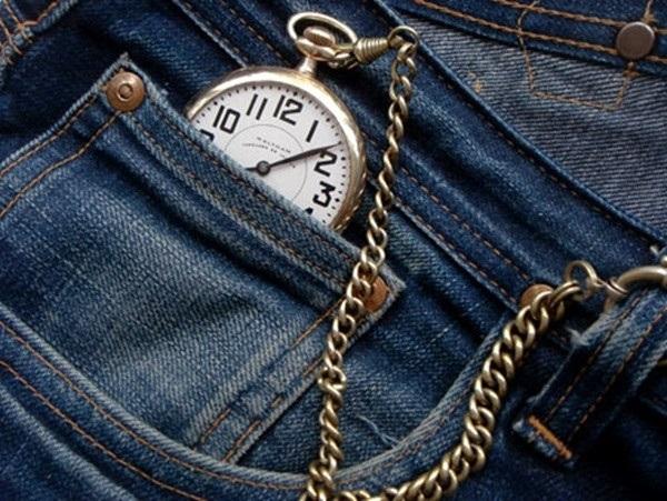 Chiếc túi nhỏ trên quần Jeans dùng để chứa đồng hồ quả quýt