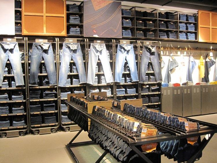 Một cửa hàng chuyên kình doanh quần jeans tại TPHCM