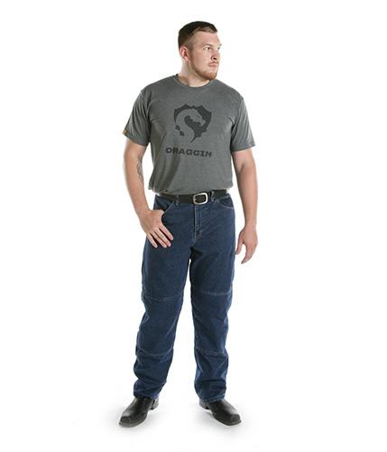 Nam người mẫu mạnh mẽ, thoải mái trong thiết kế quần jeans nam ống suông.