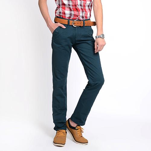 Quần Jeans ống đứng là loại jeans không lỗi thời, thích hợp cho giới văn phòng mix với áo sơ mi