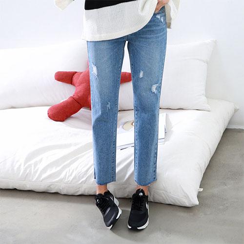 Quần jeans ống suông là loại quần jeans được may hướng tới sự thoải mái cho người mặc.