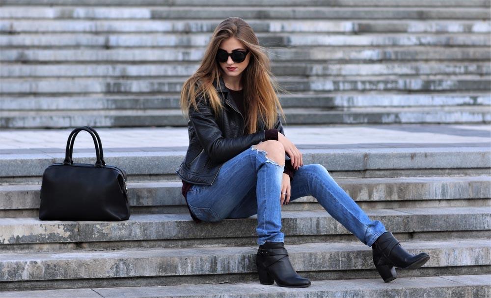 Người mẫu tạp chí diện quần Skinny jeans quyến rũ