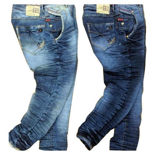 Hiệu ứng nhăn toàn bộ quần trên một sản phẩm quần jeans.