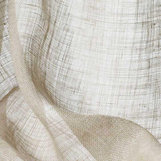 Cận cảnh một tấm vải lanh được dệt xong.