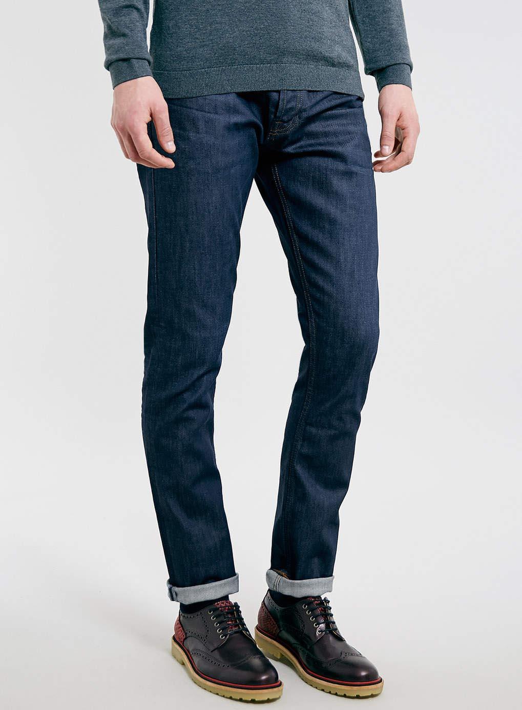Giầy Derbie kết hợp với quần jeans tạo nên phong cách lịch lãm của người đàn ông