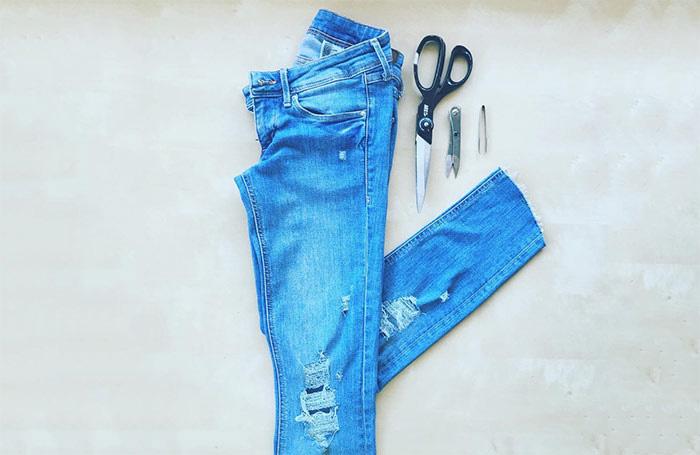 Hướng dẫn tự làm quần jeans rách tại nhà một cách đơn giản