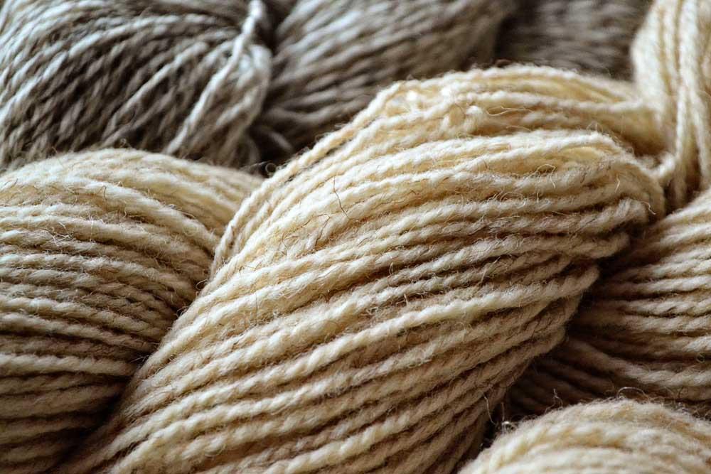 Len được kéo thành sợi - Cuộn len tự nhiên