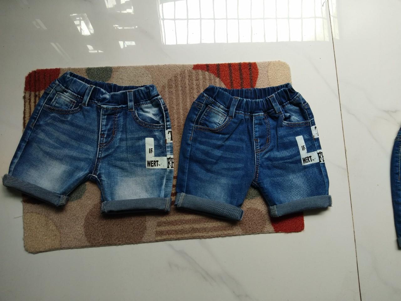 Mẫu thử quần jeans trẻ em tại xưởng may DOSI.