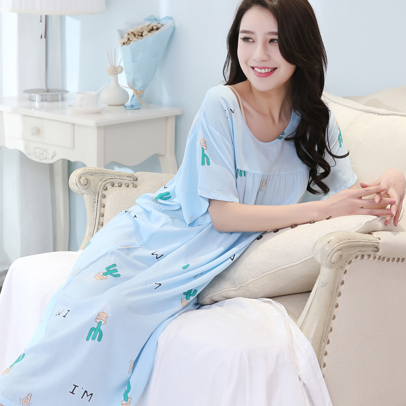 Quần áo phụ nữ được may bằng Acetate - Lụa nhân tạo