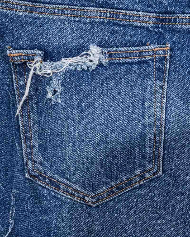 Tạo những vết cọ ở vị trí phía sau quần là cách tạo điểm nhấn phong cách rất hay