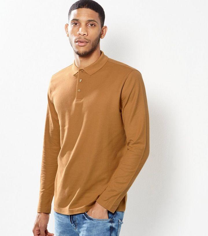 Áo thun màu nâu sáng phối khá đẹp với quần jean xanh