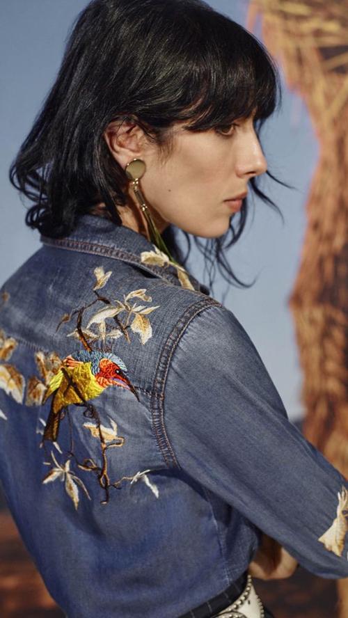 Cực kỳ phong cách với họa tiết thêu siêu đẹp trên một chiếc áo chất liệu denim (jeans)