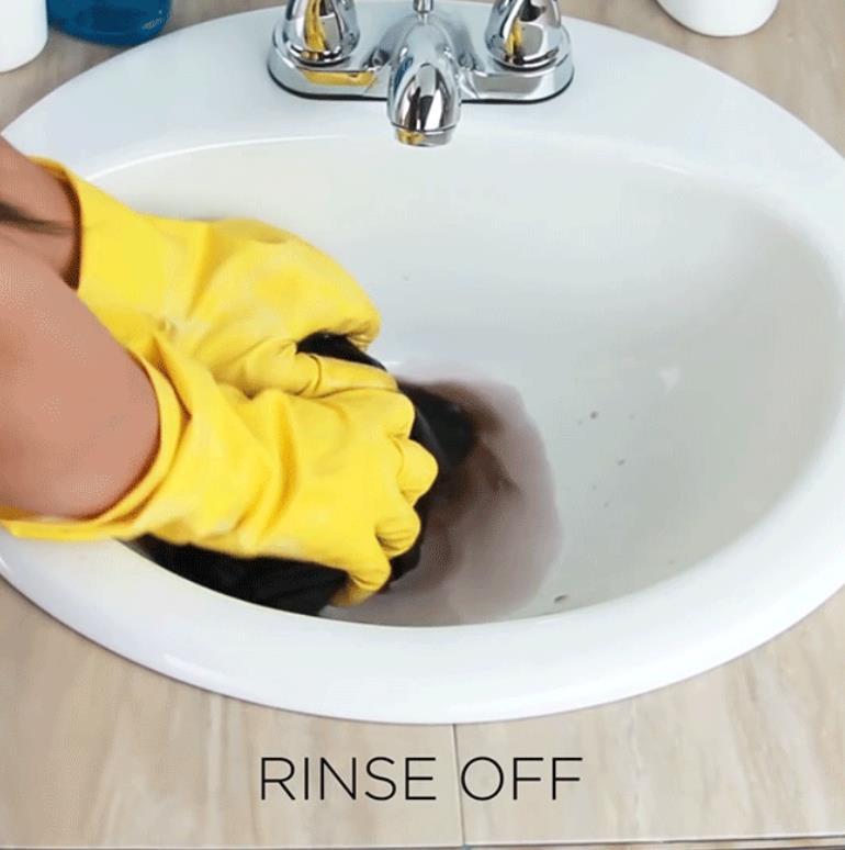 Giặt sạch thuốc nhuộm còn dọng lại trong quần bằng nước sạch