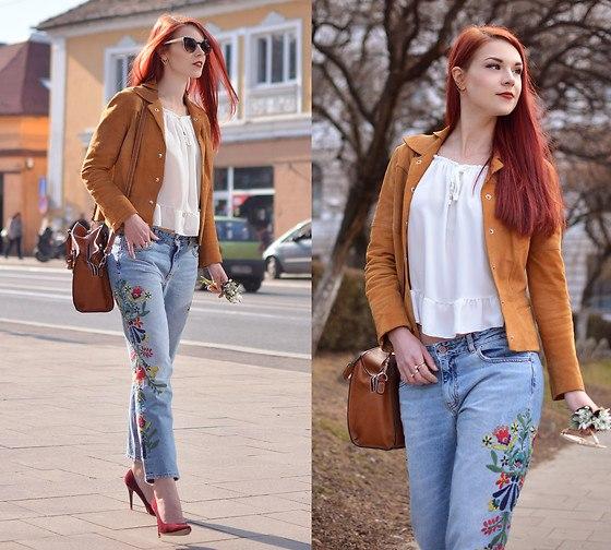 Nổi bật dạo phố cùng chiếc quần jeans thêu cực đẹp.