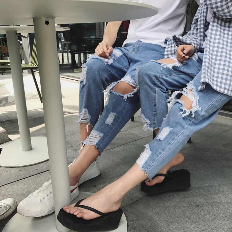 Phong cách destroyed jeans được các bạn trẻ có cá tính mạnh mẽ yêu thích