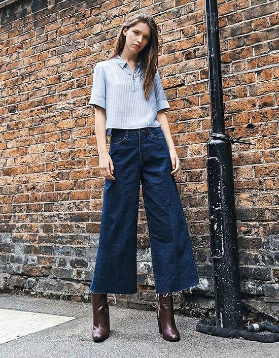 Quần jeans ống rộng mix với áo sơ mi, áo thun gọn gàng quý phái.
