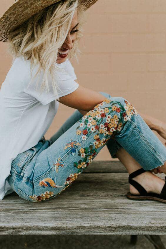 Quần jeans tự thêu bằng tay giúp các bạn nữ tự tin khoe cá tính, tay nghề khóe léo của mình
