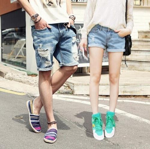 Short couple jean đang được nhiều cặp đôi phong cách cute yêu thích