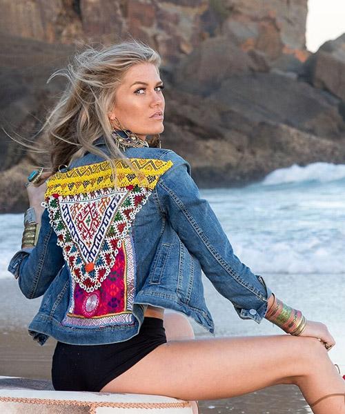 Tự do sáng tạo mẫu thêu đã giúp cho quần áo jean thêu chiếm được tình yêu của các bạn trẻ khắp nơi