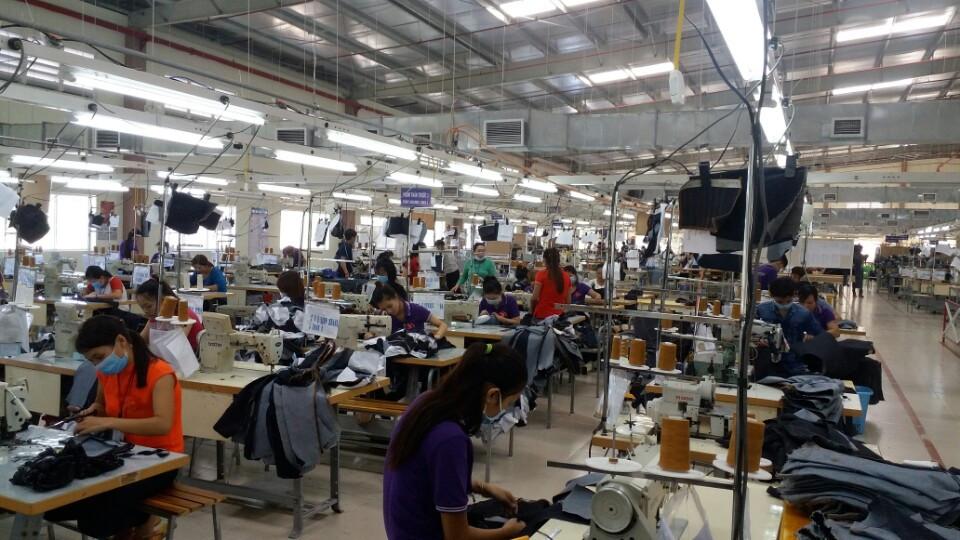 Việt Nam đang là nhân tố mới nổi trên thị trường sản xuất các mặt hàng liên quan đến vải Denim như quần jeans, áo jeans, giầy dép....