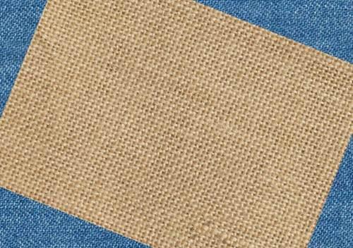 Hình ảnh một mẫu vải Canvas được dệt bằng sợi cotton với mật độ vải trung bình.