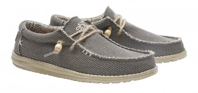 Một mẫu giày thơi trang được làm bằng vải Cotton Canvas