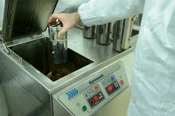 Thử nghiệm độ bền màu của vải đối với nước Clo bằng máy Gyrowash