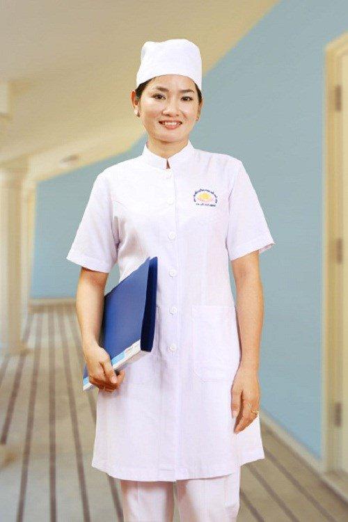 Mẫu áo blouse trắng của dược sỹ