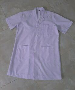 Mẫu áo blouse trắng dành cho nam nhân viên y tế đã được may gia công tại Xưởng DOSI