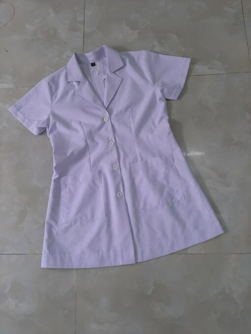 Mẫu áo blouse trắng dành cho nữ nhân viên y tế đã được may gia công tại Xưởng DOSI