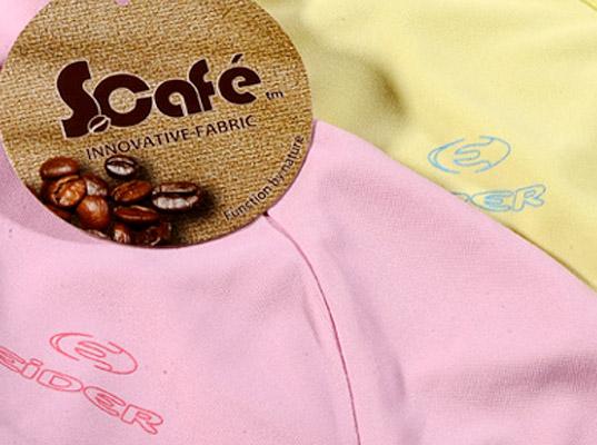 Một sản phẩm thời trang làm bằng vải sợi từ bã cà phê