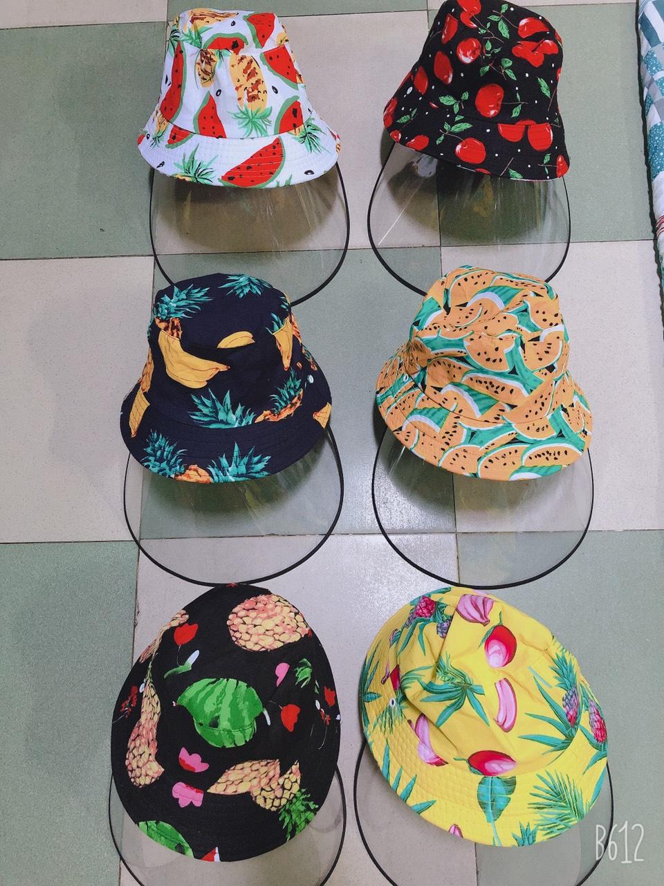 Mũ chống corona mẫu trái cây 4 mùa đang được mọi người ưa chuộng đặt mua nhiều.