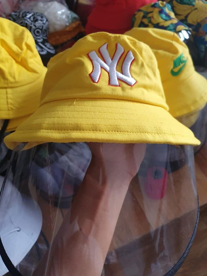 Mũ Tai Bèo chống dịch bệnh NY màu vàng có màng che dàng cho người lớn