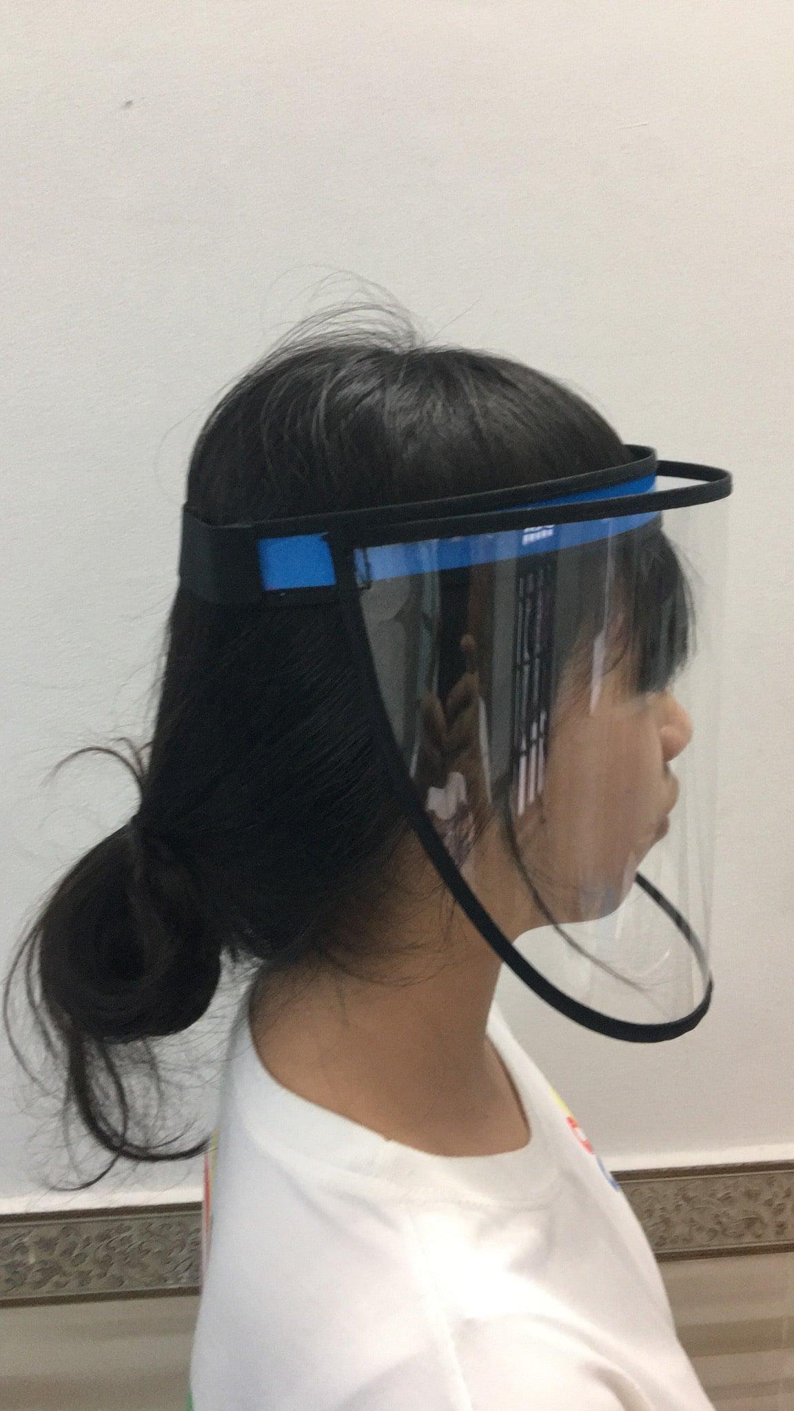 Face shield mẫu đơn giản dùng dây thun phía sau, gọn nhẹ không gây khó chịu cho người sử dụng