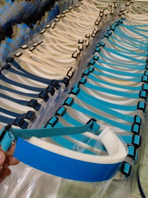 Vành Chống Dịch Bằng Nhựa Loại Tối Giản Đeo Bằng Thun Mẫu Trơn Chưa In Logo 4