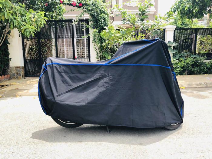 Áo mưa trùm xe máy thường có độ dày cao hơn so với các loại áo mưa bình thường khác.