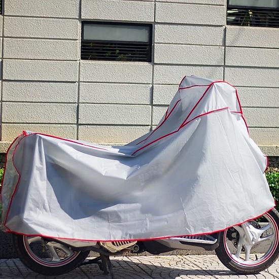 Áo Trùm Xe Máy là một loại bạt trùm xe dùng để chống mưa, chống nước, chống khói bụi, chống trầy, chống nhiệt..... thiết kế dành riêng cho xe máy