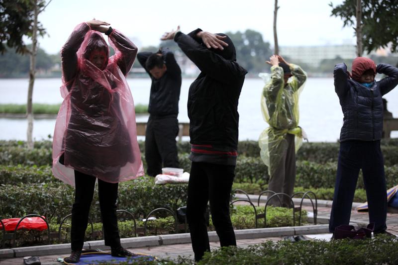 Áo mưa tiện lợi là loại áo được nhieu626 người sử dụng để chống rét rất hiệu quả.