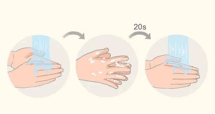 Rửa sạch tay trước khi chạm vào khẩu trang vải để tránh làm nhiễm khuẩn khẩu trang từ tay mình lan sang.