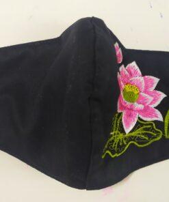 Khẩu Trang Thêu – Mẫu Khẩu Trang Vải 3 Lớp Thêu Hoa Sen Màu Hồng Đơn Giản Trên Nền Vải Đen. 5