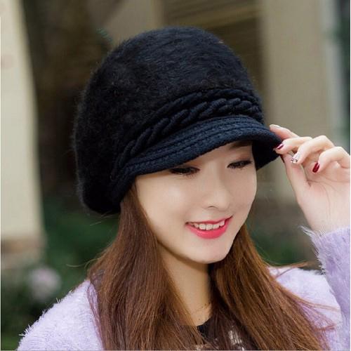 Nón kết vải len thường là những loại nón thời trang mắc tiền của các thương hiêu nổi tiếng. Giá thành nón rất mắc vì là len thật 100%