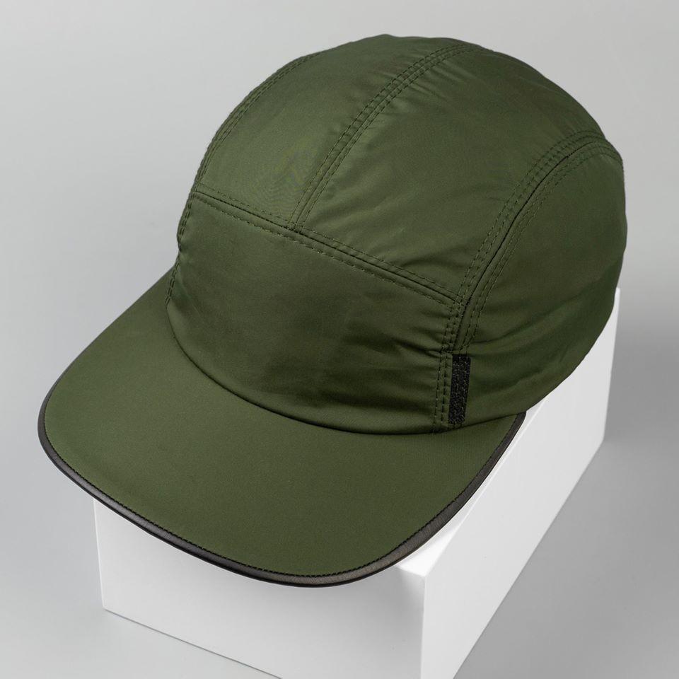 Vải dù thường là chất liệu vải ưa dùng để sản xuất may nón thông dụng.