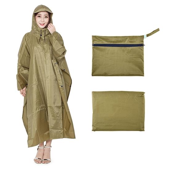 Áo mưa siêu nhẹ có trọng lượng khá nhẹ nên dễ dàng được xếp gọn lại mà không gây vướng víu cho người sử dụng.