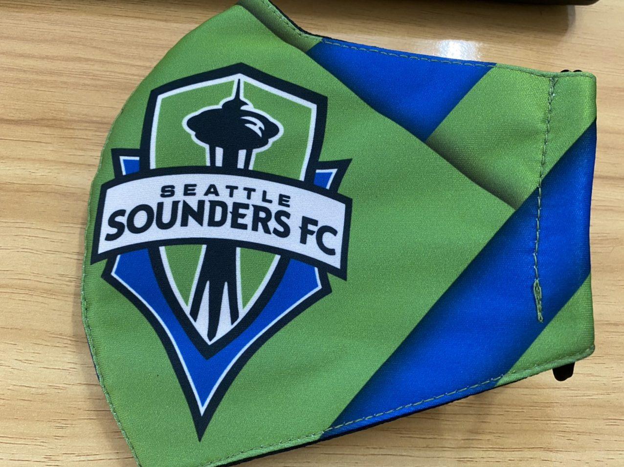 Khẩu Trang Vải In Logo SEATTLE SOUDERS FC 2 Lớp - Mẫu Khẩu Trang In 3D Logo Đội Bóng SEATTLE SOUNDERS FC Nền Xanh 6